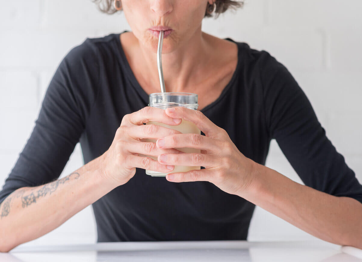 Lip Wrinkles: Can You Blame Straws and Water Bottles?